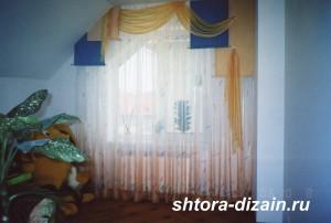 детская комната,тюль из вуали,ламбрекен из атласа
