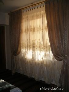 шторы в спальной комнате
